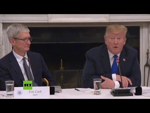 4652cae73c6 Donald Trump confunden el nombre de fundador de Apple y lo llama 'Tim Apple'  | Metro Ecuador
