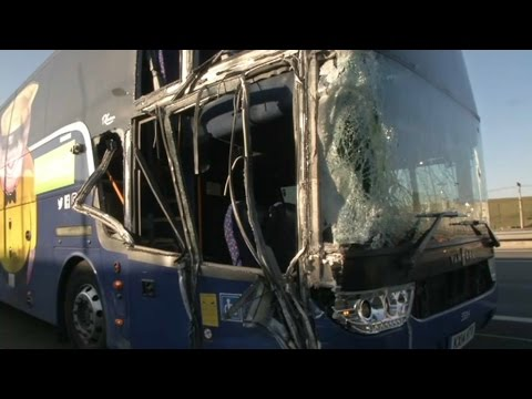 accident de bus sur l 39 a1 ce qu 39 il s 39 est pass youtube. Black Bedroom Furniture Sets. Home Design Ideas