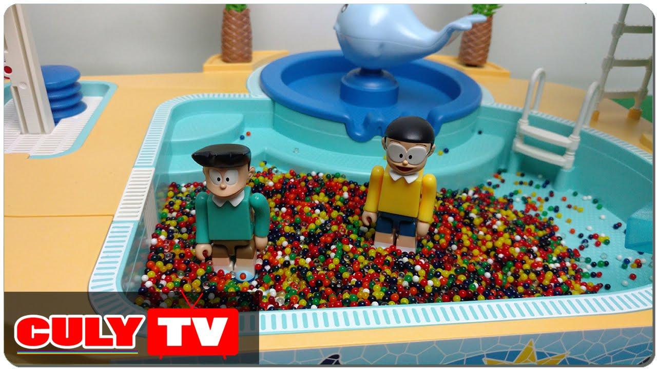 đồ chơi Doremon hài – Nobita chơi tắm hồ bơi bi nước nhiều màu sắc cùng xeko cầu tuột