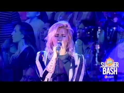 Demi Lovato - Stay B96 Pepsi Summerbash Live