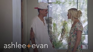 Evan Ross' Crew Crashes the Family Vacation | Ashlee+Evan | E!