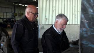 Björn Hellberg skrotar en bil och trycker på fel knappar i Sverigequizen thumbnail