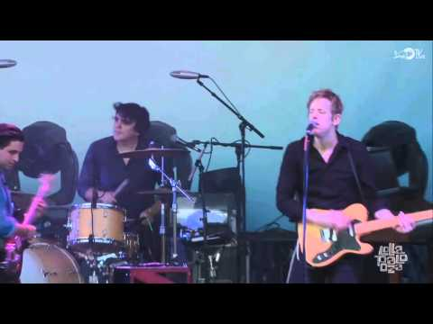 Spoon - I Turn My Camera On (Lollapaloza 2014)