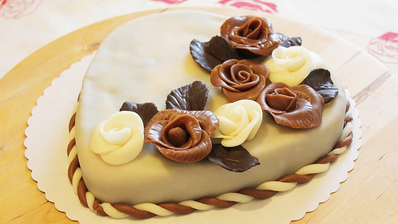 Как украсить шоколадными розочками праздничный торт! - YouTube