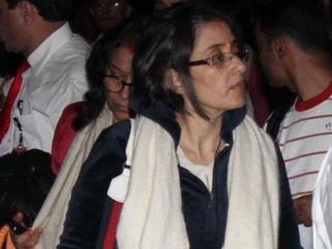 Unwell Manisha Koirala SPOTTED at Mumbai airport