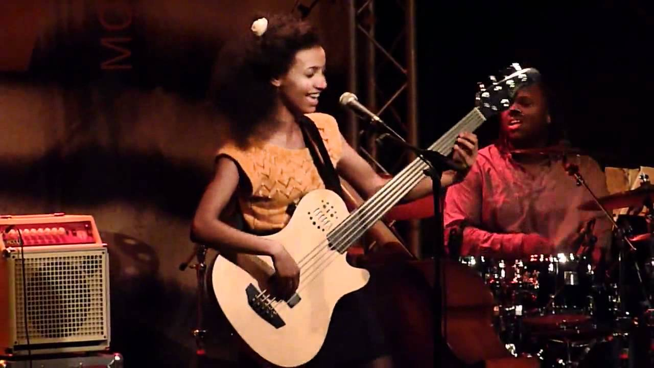 Esperanza Spalding   I Can't Help it @ New Morning, Paris