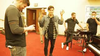 Illusionist Todd Smith doing a couple of card tricks for Phil Wickham at The Gathering 2018!!! Video