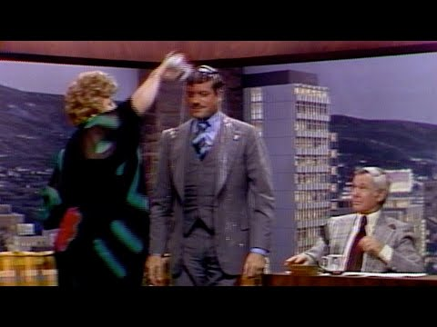 Shelly Winters Dumps Her Drink All Over Oliver Reed on The Tonight Show Starring Johnny Carson