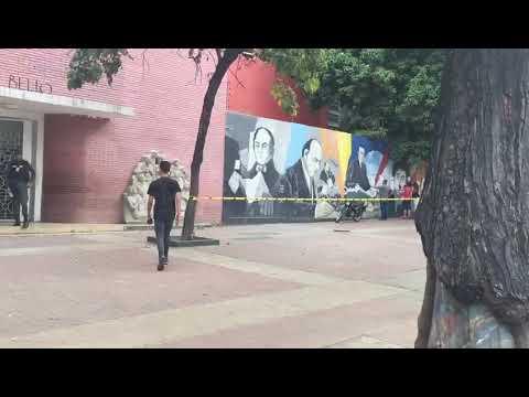 Las 17 mesas de votación del Liceo Andrés Bello en Caracas desoladas (Video)