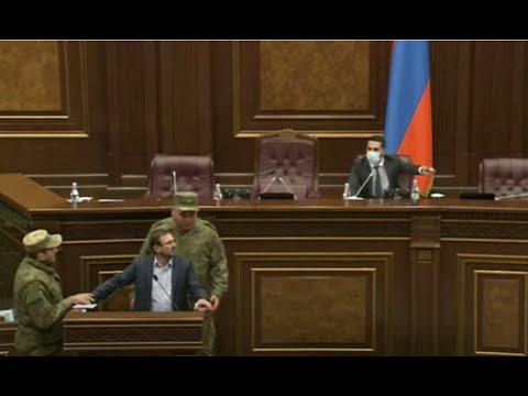 Լարված իրավիճակ ԱԺ-ում. Գեղամ Մանուկյանին փորձում են ամբիոնի մոտից հեռացնել...