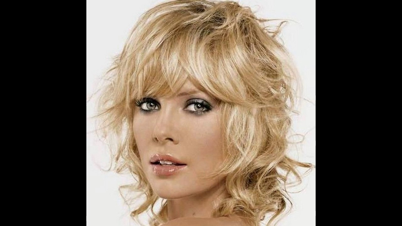 peinados para pelo rizado corto para mujer