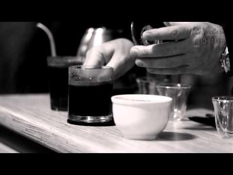 Заваривание кофе в чашке
