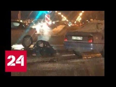 Смотреть Перестрелка налетчиков с полицейскими в центре Петербурга попала на видео - Россия 24 онлайн