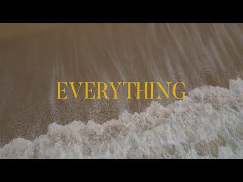 """O vídeo """"Everything"""", a homenaxe de Apart á praia de Razo-Baldaio"""