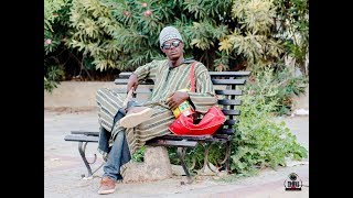 Caméra cachée quand un aveugle fait tomber 5 mil francs ( Mahfousse )