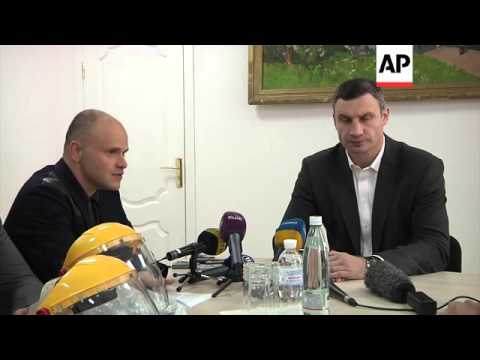 Klitschko visits newly opened Ebola reaction centre