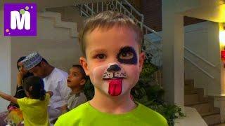 Макс в Дубаи День #3 делает Киндер шоколад в детском городке профессий Кидзания VLOG Dubai Kidzania