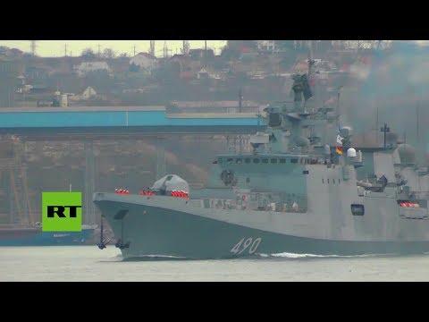 La fragata rusa Admiral Essen sale al mar con cohetes Calibr