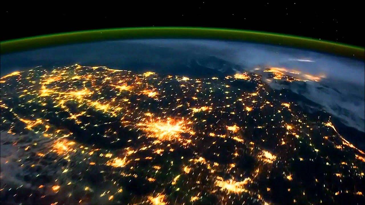 La Tierra De Noche...