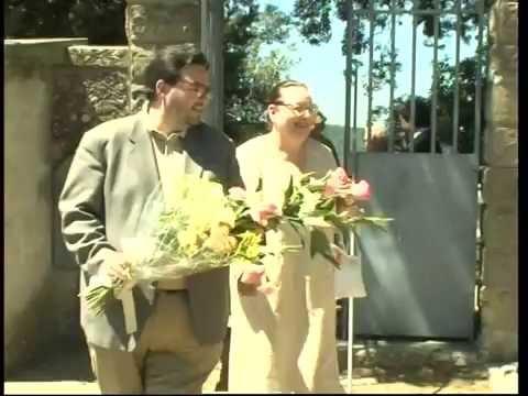Festival di Villa Basilica: omaggio floreale alla tomba di Ave Ninchi a Pomino