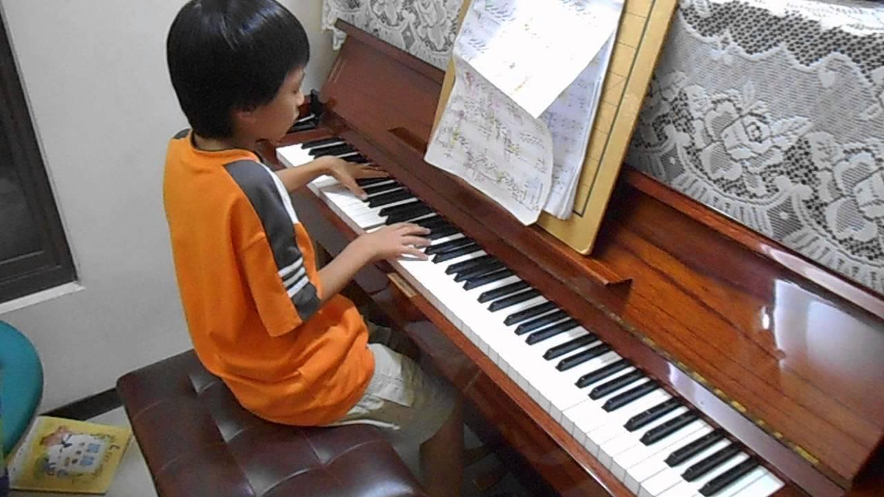 Morris (9 years old) plays Beethoven's Moonlight Sonata mvt. 1 貝多芬的「月光奏鳴曲」第一樂章 - YouTube