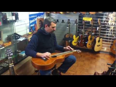 Max di Cris Music prova le nuove MolakaiWeissenborn Style Guitars