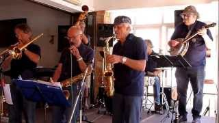 "Majorca 2013: Charlestown Jazzband plays ""Them There Eyes"""