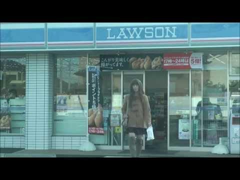 女装 ミニスカートで買い物冬  ローソン
