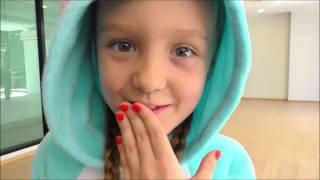 Divertido video con juguetes | Aprende colores con bolas - bebé rima canciones familiares para niños