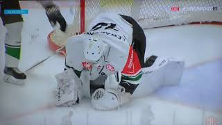 Jonathan Berggren wkręcił w lód Michała Kotlorza. Skellefteå AIK - GKS Tychy 6-2
