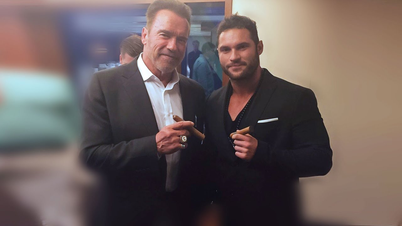 Arnold Schwarzenegger presented a cigar to an Austrian who was dying of cancer January 22, 2016 20