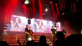 Pentatonix- Lets get it on chair girl