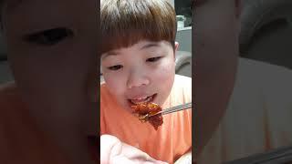 불족발 먹는 영상