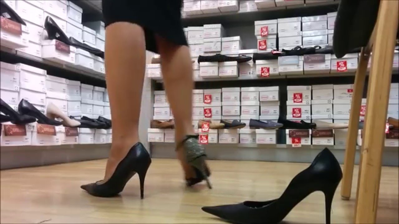 Heels are a perfect choice to fashionably finish off your looks from day to night. Macy's has the latest selection of women's heels from your favorite brands, like MICHAEL Michael Kors, Calvin Klein, Nine West and I.N.C. International Concepts.