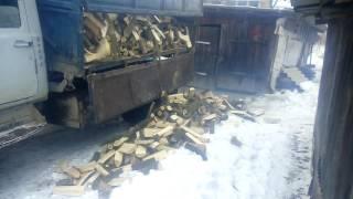 Выгрузка дров. Заявлено, что в кузове 10 куб. метров
