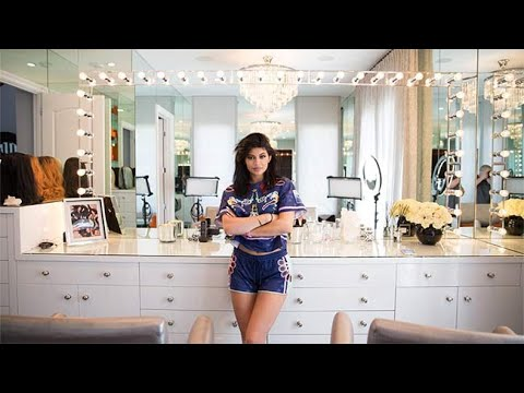 [FULL VIDEO] Kylie Jenner Make Up AND Wig Collection [ Inside My Glam Room ]