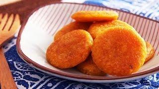 Hướng dẫn cách làm bánh bí đỏ chiên   Deep fried pumpkin cake