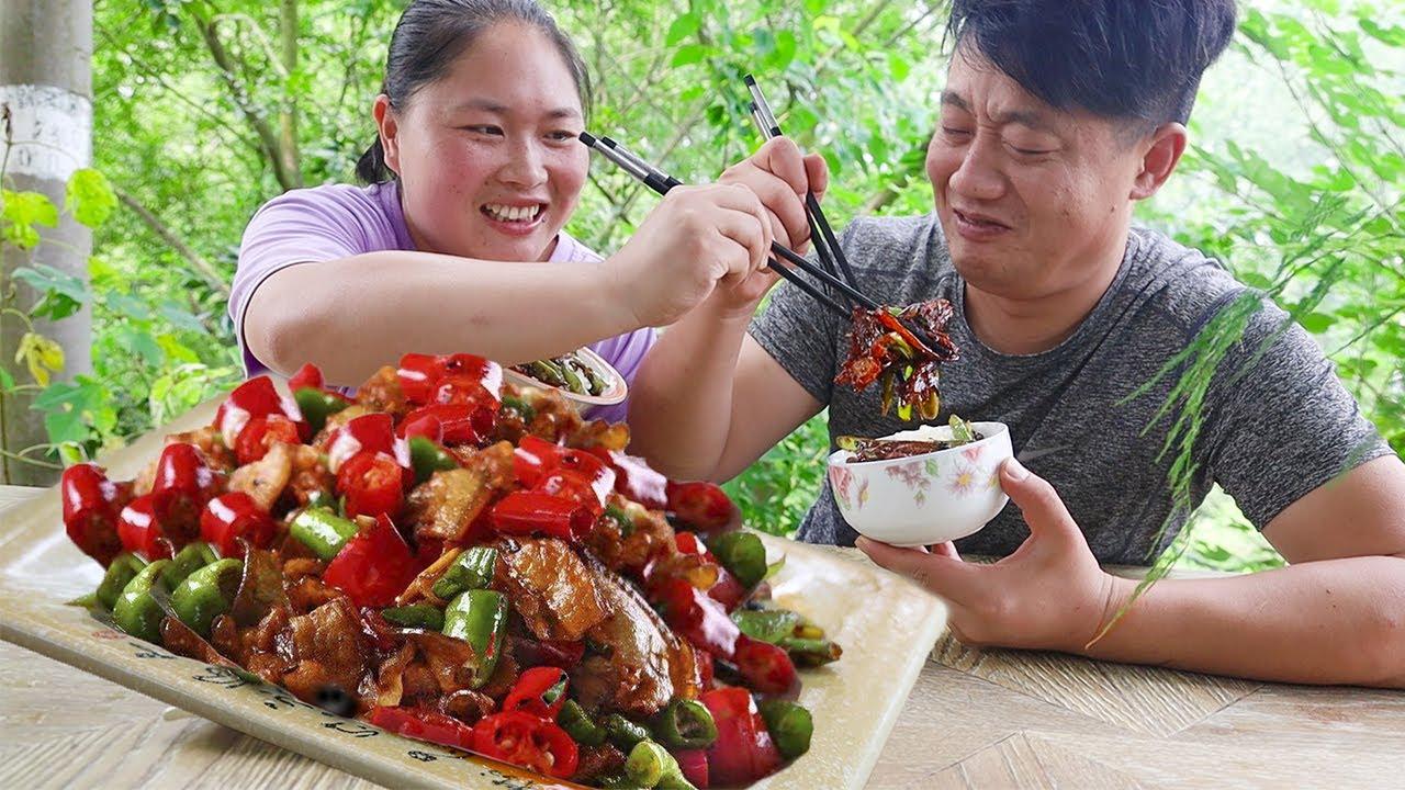 2斤尖椒1斤肉,胖妹做小炒肉,肉里挑辣椒吃,老公差点被辣懵了!【陈说美食】