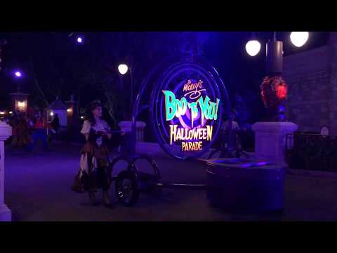 Mickey's Boo To You Halloween Parade (2017) - Magic Kingdom - Front Row View