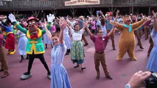Frontierland Hoedown Happening flash mob with Disney characters at Magic Kingdom