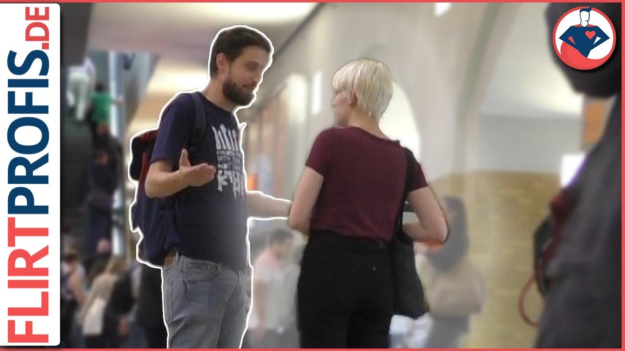 Jared Leto en Emilia Clarke flirten - YouTube