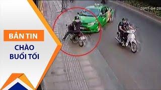 Vụ taxi đâm tên cướp: Có sai luật hay không? | VTC1