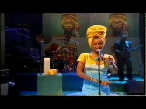 Erykah Badu  On & On  on Jools Holland 1997