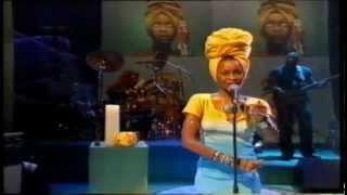 Erykah Badu - On & On Live on Jools Holland 1997