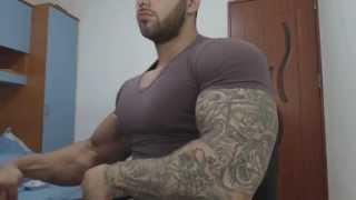 Flexing Biceps 52 CM !! 20 Years Old Bodybuilder