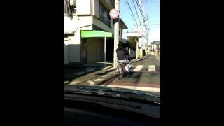 迷惑自転車男 道を塞ぎ タバコを投げつけてきた DQN thumbnail