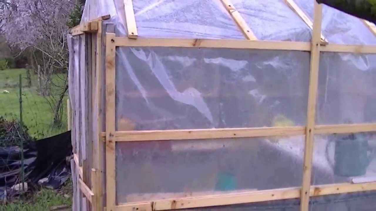 home made 10 dollar greenhouse une serre pour 10 euros el invernadero de10 euros youtube. Black Bedroom Furniture Sets. Home Design Ideas