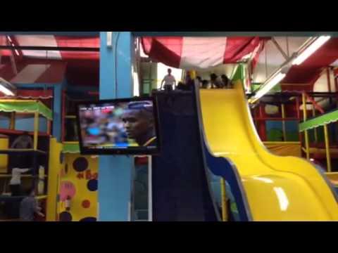 Resbaladilla loca del sipirili sal n de fiestas youtube for Acropolis salon de eventos