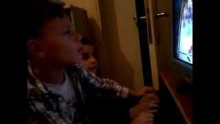 Bilgisayar Başında Çocuklar Böyle Oluyor !!! :D