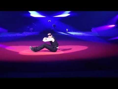 Best ROBOT dance ever UNBELIEVABLE MOVES